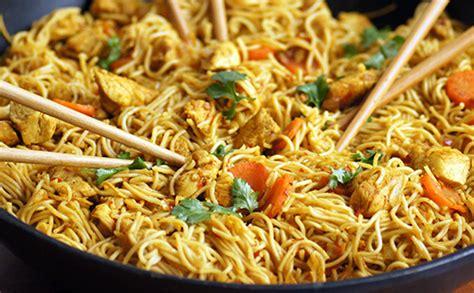 cuisiner des nouilles chinoises nouilles chinoises au poulet wecook