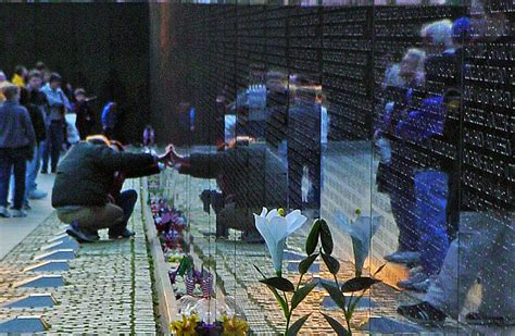 vietnam traveling wall arrives  september