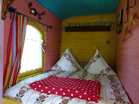 chambres d hotes insolites la roulotte une chambre d hôtes insolite gîtes et