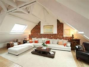 Des combles renoves avec authenticite for Luminaire chambre enfant avec fenetre toiture