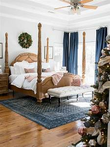 Holiday, Bedroom, Using, Navy, And, Blush, Colors