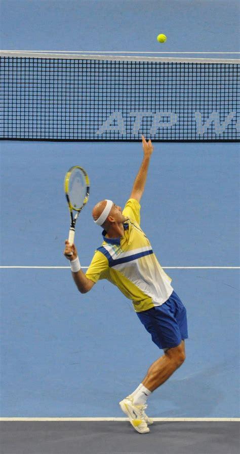 File:Service tennis Ljubicic.jpg - Wikimedia Commons