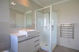 Douche Petit Espace : petit espace baignoire ou douche que choisir habitatpresto ~ Voncanada.com Idées de Décoration