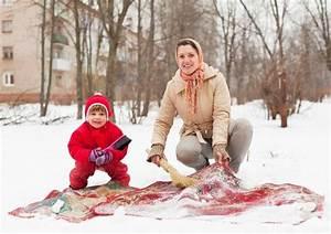 Normale Größe Bettwäsche : teppichklopfen im schnee und andere ganz normale gewohnheiten ~ Frokenaadalensverden.com Haus und Dekorationen