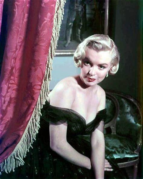 Le mythe Marilyn Monroe . Les amours de Marilyn Monroe Marilyn fut mariée trois fois au cours de sa vie et on lui prête un tableau de chasse inégalable.