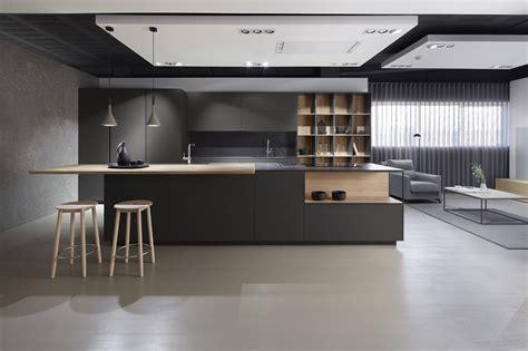 cocina moderna sin tirador en color gris oscuro combinada