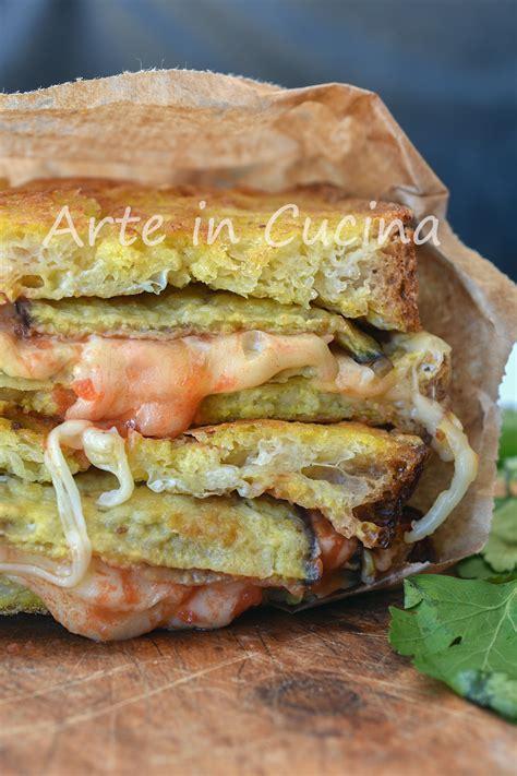 pane in carrozza al forno pane con parmigiana di melanzane in carrozza piatto sfizioso