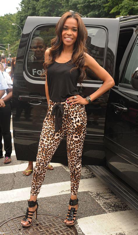 michelle williams performs  leopard print pants proves