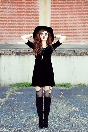 Distressed Stockings - 7 Street Style Grunge Outfits to ...