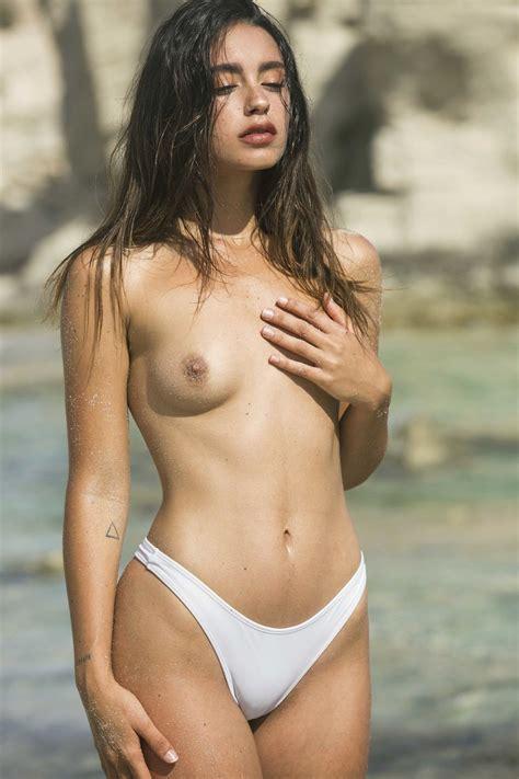Gigi nackt Midgley Gigi Midgley