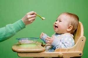 La cena del bebé entre los 6 y los 12 meses Artículos: embarazo y maternidad