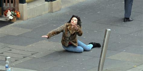 Scarlett Johansson Falling Down Meme - scarlett johansson falling down is the internet s new favourite meme pictures