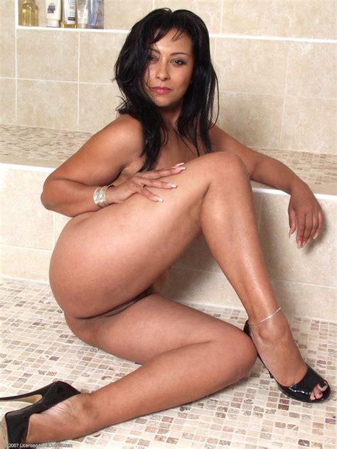 Horny Mom Donna Ambrose In Sexy White Bikini Free Cougar Sex