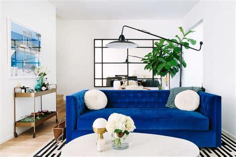 canapé bleu roi inspirations pour un canapé en velours joli place