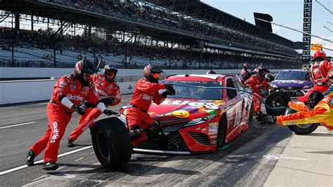 Pit Crew by Nascar Playoffs No 18 Talks Decision To Switch Pit Crews