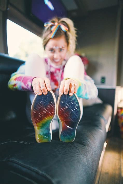 miley cyrus      converse nike news
