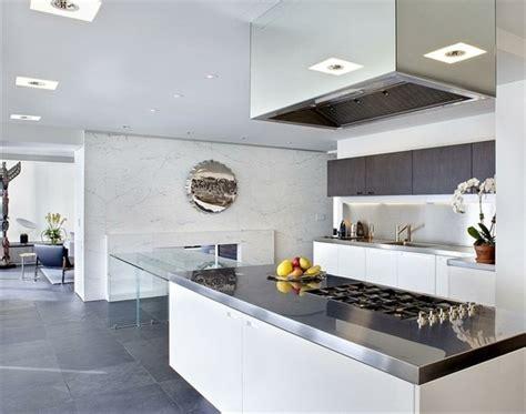 photo cuisine blanche cuisine blanche et inox idées et astuces en 90 photos