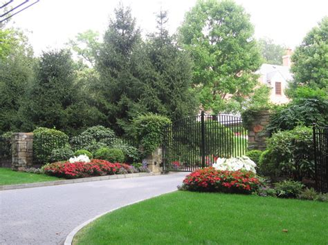 landscaping ideas for entrance driveway pictures of landscaping ideas for driveway entrance pdf