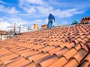 Prix d'une toiture en tuile au m2 : les tarifs et devis