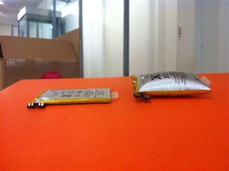 exploding iphone battery iata arata o baterie umflata a unui iphone idevice ro