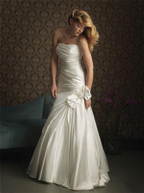 simple elegant mermaid strapless satin wedding dress