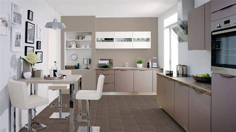cuisine beige et taupe cuisine les rapides alma maison cuisine