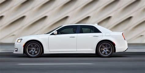 Chrysler 300 Vs Dodge Charger by Chrysler 300 Vs Dodge Charger Cross Showroom Showdown