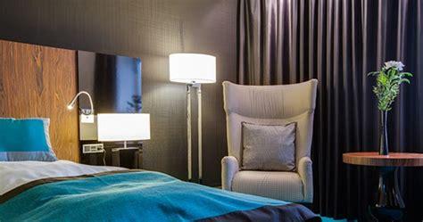 lingkar warna desain interior kamar hotel tampil menarik