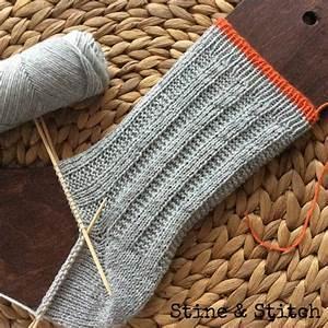 Socken Stricken Mit Muster : stine stitch socken mit rechten und linken maschen ~ Frokenaadalensverden.com Haus und Dekorationen
