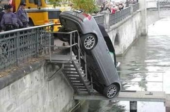 Mighty Lists: 15 funny car accidents