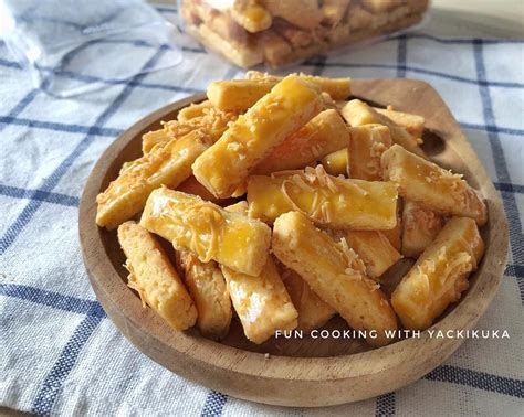 Yuk, coba bikin kastengel dengan panduan resep berikut ini ya! Cara Membuat dan Resep Kue Kastengel Keju