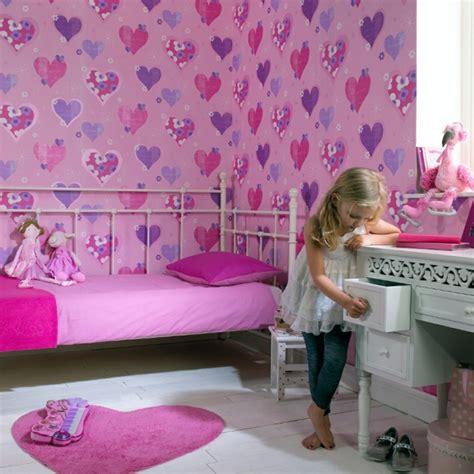 Kinderzimmer Tapete Gestalten by Tapete Kinderzimmer Gro 223 Und Klein Verliebt Sich In