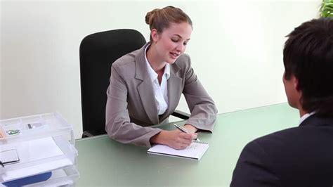 bureau d embauche homme d 39 affaires entretien d 39 embauche hd stock