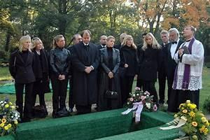 Beerdigung Kleidung Damen : die dresscode bei der beerdigung stylish visual ~ Buech-reservation.com Haus und Dekorationen