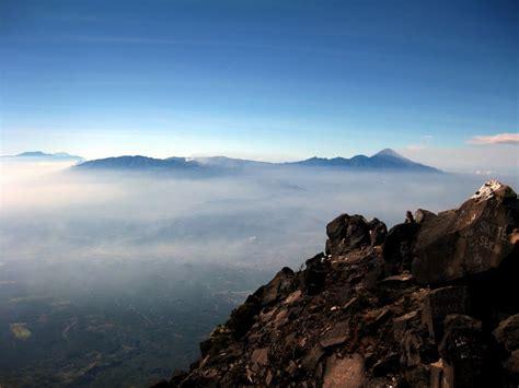 panoramio photo  puncak gunung arjuno semeru background