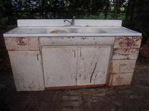 before 1950's cast iron sink. I would love to have this