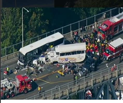 Duck Boat Accident Seattle by Seattle Bridge Crash Between Bus Duck Boat Leaves 4 Dead