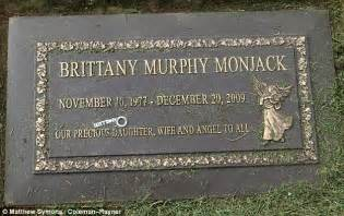 brittany murphy buried brittany murphy s mom sold her personal items on auction