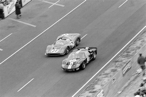Photo by bernard cahier/getty images. Affiche 24h du Mans 1966 - Ford vs Ferrari | Ferrari, Le mans, Ford
