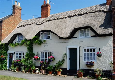 Thatched Cottage by File Thatched Cottage Queniborough Leicester Jpg