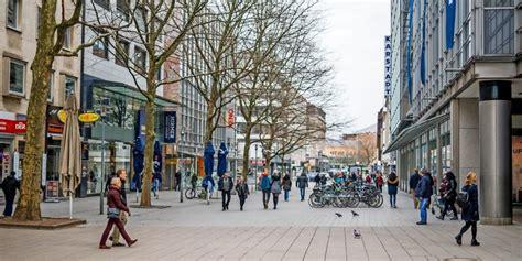 Wie Entwickeln Sich Unsere Staedte in der innenstadt hannover sind zu wenig passanten unterwegs