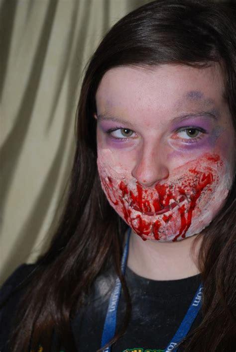 foto de FX Make Up By GORDO: sewing the mouth shut