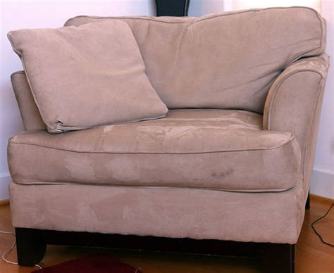 canape daim nettoyer un canapé en velours ou en daim guide astuces