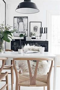 Idee deco salle a manger ou la deco murale coloree prend vie for Deco cuisine avec buffet salle a manger noir et blanc