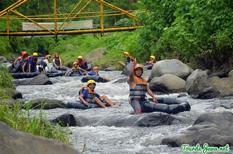 uji nyali  river tubing  lereng semeru wisata