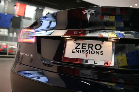 Electric Vehicle Options by Tesla And Gm S Tense Race To Build Mass Market Electric Cars