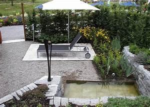 Gartengestaltung Bilder Kleiner Garten : kleiner garten mit gartenteich und ruhezone gartenliege ~ Lizthompson.info Haus und Dekorationen