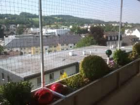 balkon sonnenschutz ohne bohren balkon katzennetz ohne bohren am balkon katzennetz deko balkon ideen ohne bohren design am