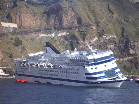 cruise ship sinking santorini geogarage map found to be erroneous in sea