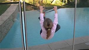 Barriere Protection Piscine : securite piscine enfant securite piscine ~ Melissatoandfro.com Idées de Décoration